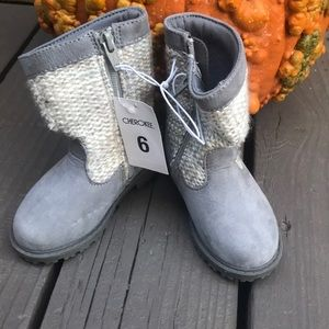 Grey girls boots with knot siding